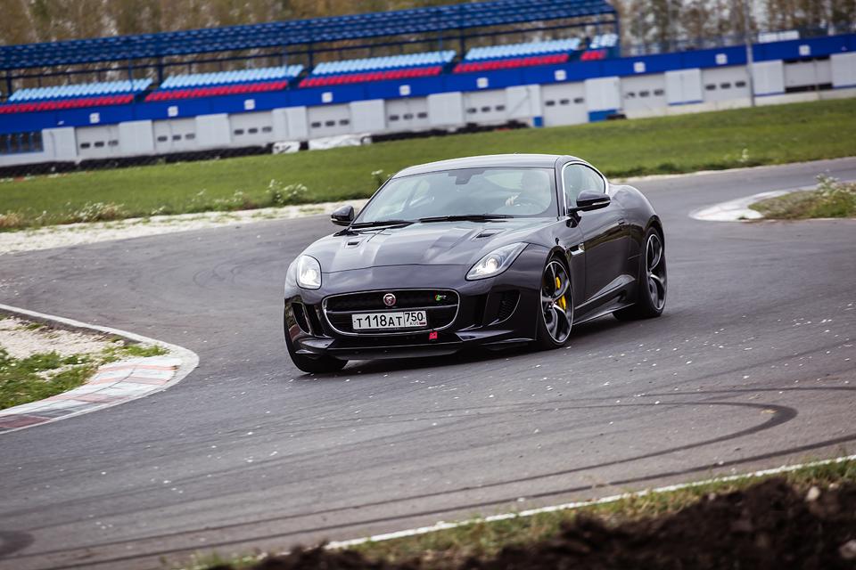 Jaguar F-Type R AWD против Range Rover Sport SVR в грязи и на асфальте. Фото 25