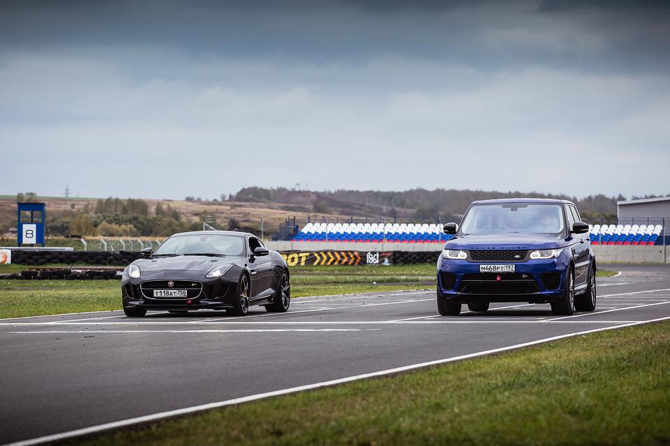 Jaguar F-Type R AWD против Range Rover Sport SVR в грязи и на асфальте. Фото 4