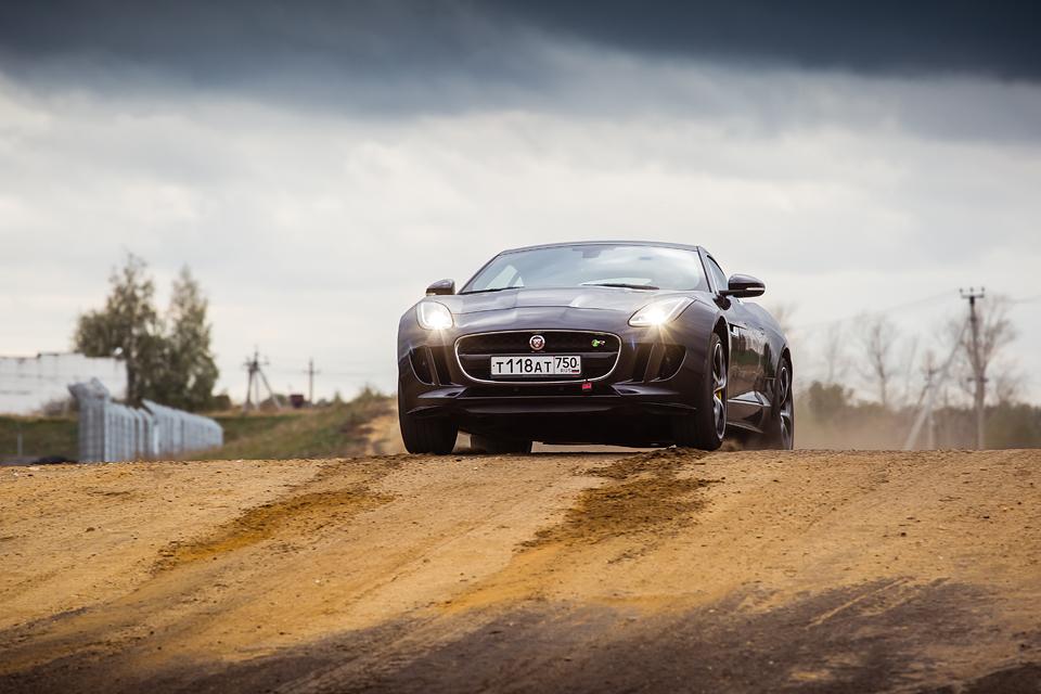 Jaguar F-Type R AWD против Range Rover Sport SVR в грязи и на асфальте. Фото 18