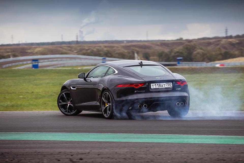 Jaguar F-Type R AWD против Range Rover Sport SVR в грязи и на асфальте. Фото 23