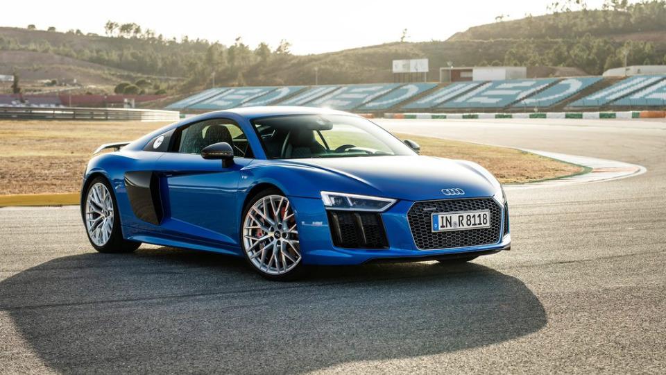 Названа рублевая стоимость быстрейшего суперкара Audi