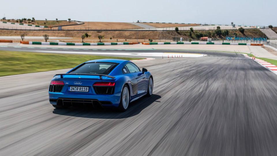 До России добралось купе Audi R8 второго поколения