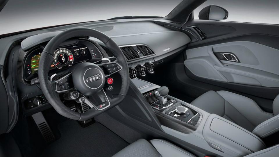 До России добралось купе Audi R8 второго поколения. Фото 1