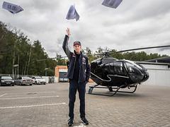 Российский гонщик Формулы-1 сдал экзамен на права