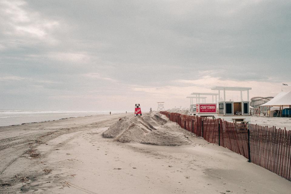 Борода, тату и хот-роды на пляже — выходные настоящих джентльменов. Фото 3