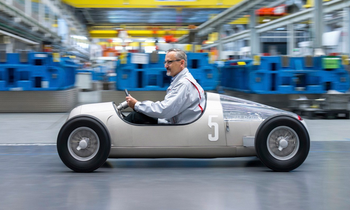 Audi намечатала на 3D-принтере легендарный болид 1936 года. Фото