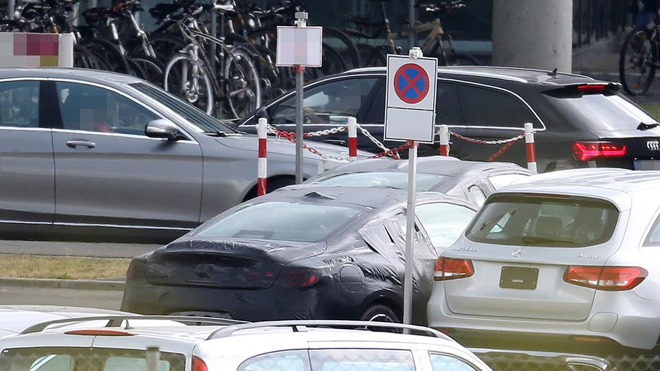 В Сети попали снимки с тестовой новой модели Infiniti