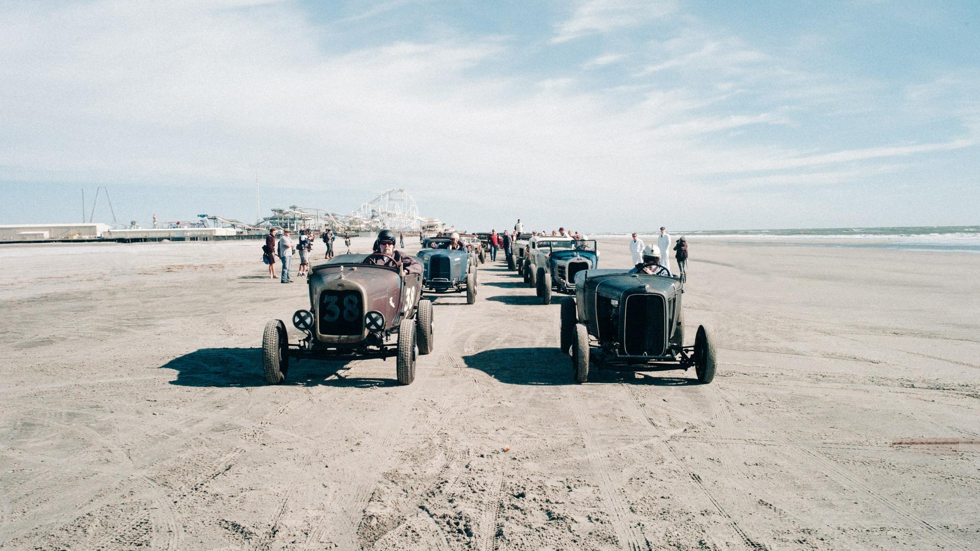 Борода, тату и хот-роды на пляже — выходные настоящих джентльменов. Фото 8