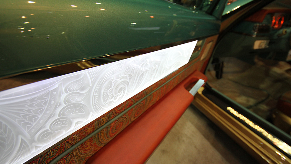 На Дубайском автосалоне показали две машины компании Bilenkin Classic Cars. Фото 1