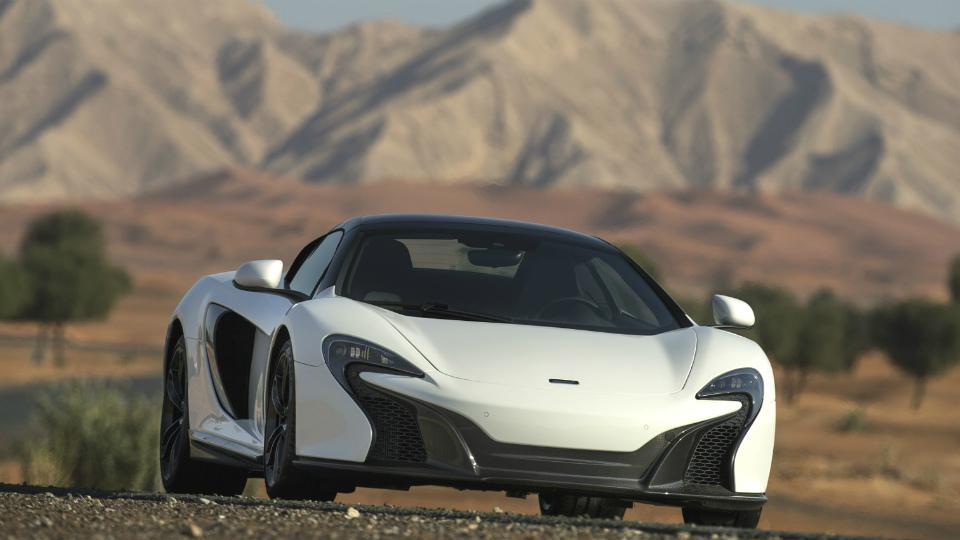 В Дубае дебютировал «пустынный» суперкар McLaren 650S Spider