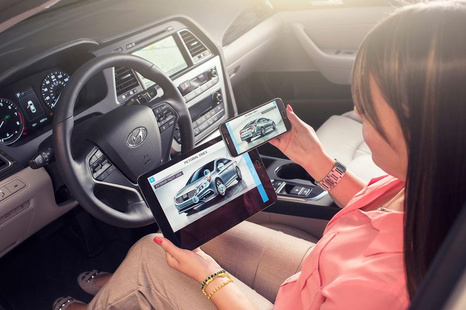 Как автопроизводители смешивают реальное с виртуальным