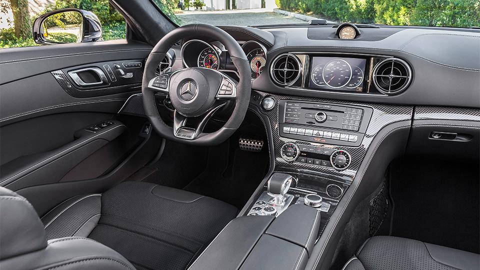 Родстер выполнили в стилистике суперкара Mercedes-AMG GT. Фото 1
