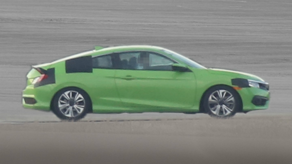 Новое купе Honda Civic сфотографировали с минимумом камуфляжа
