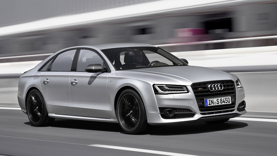 Названы рублевые цены на самый быстрый седан Audi
