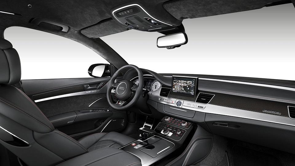 605-сильный седан S8 plus доберется до дилеров в январе. Фото 1