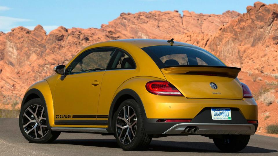 Volkswagen Beetle Dune будет предлагаться в виде хэтчбека и кабриолета. Фото 1