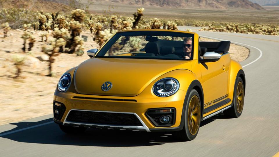 Volkswagen Beetle Dune будет предлагаться в виде хэтчбека и кабриолета. Фото 2