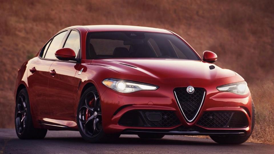 Новый седан Alfa Romeo дебютировал в Лос-Анджелесе с 276-сильным мотором