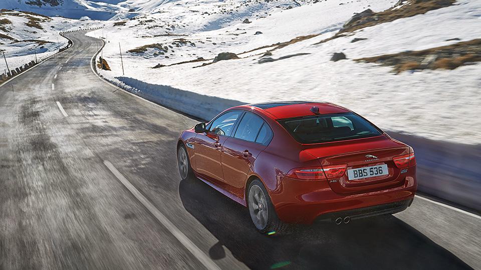 В Лос-Анджелесе Jaguar XE получил новую модификацию. Фото 1