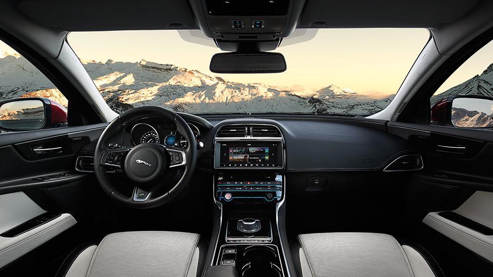 В Лос-Анджелесе Jaguar XE получил новую модификацию. Фото 3