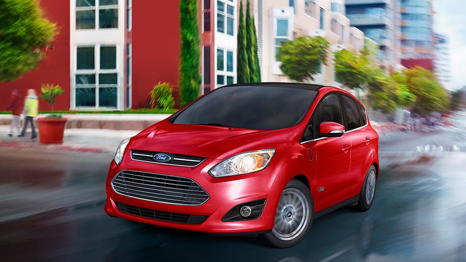 Покупателям гибридного компатвэна Ford подарят бесплатные зарядки