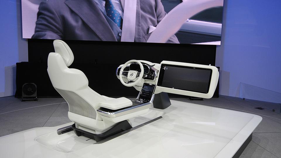 Шведы показали салон автомобиля с выдвижным экраном