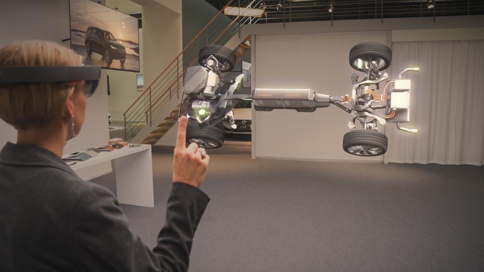 Volvo заменит менеджеров в салонах очками дополненной реальности
