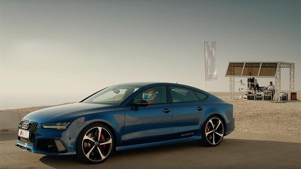 Audi устроила гонку между RS7 и лифтом