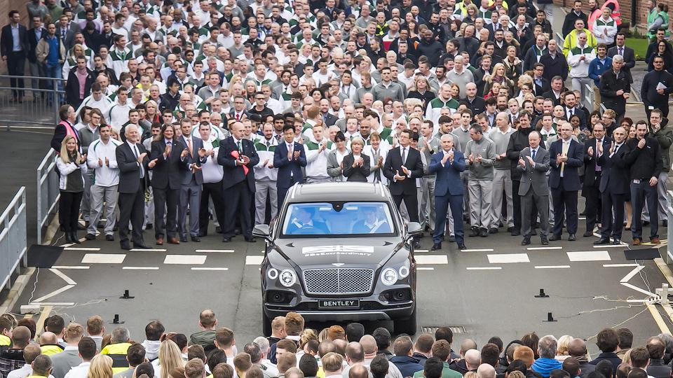 Компания Bentley собрала первый экземпляр Bentayga