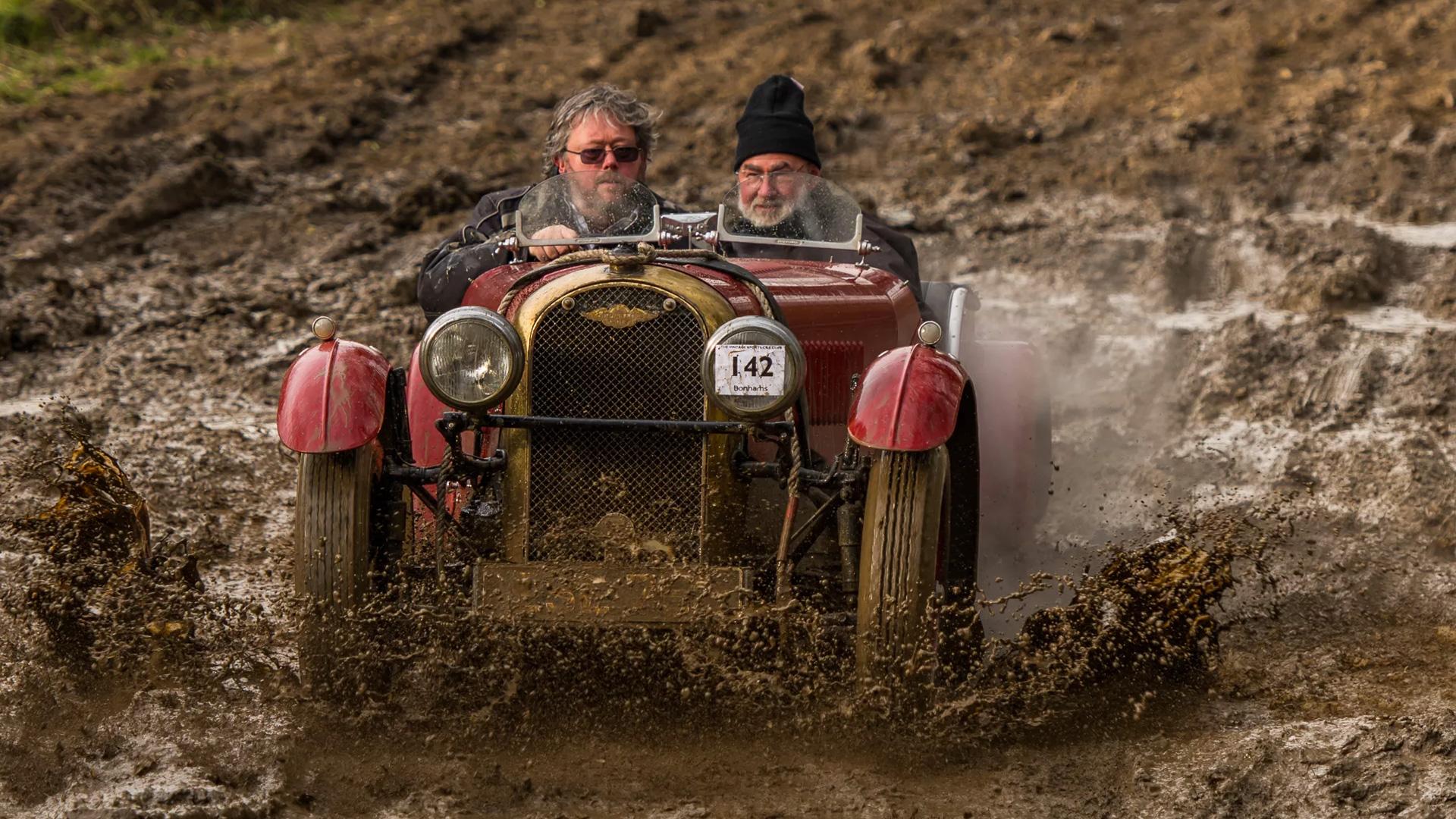 Самые странные виды автомобильных гонок. Фото 2