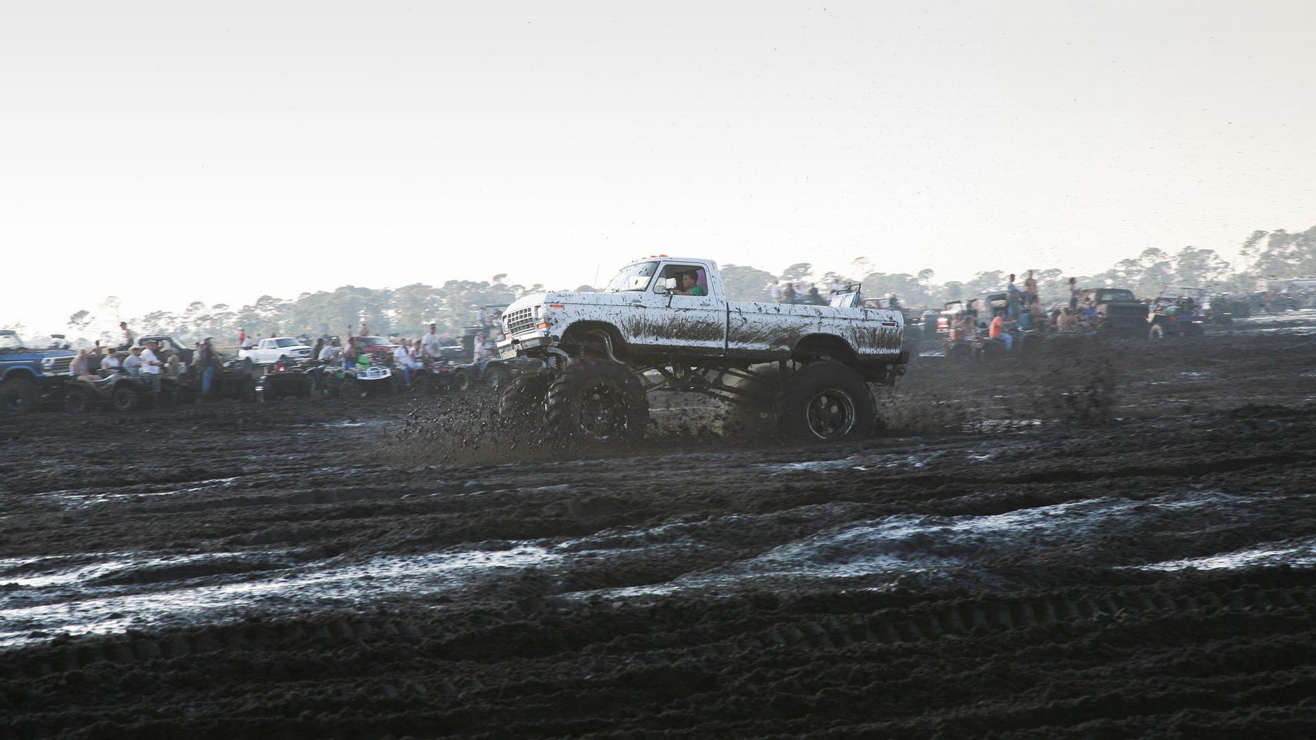 Самые странные виды автомобильных гонок. Фото 3