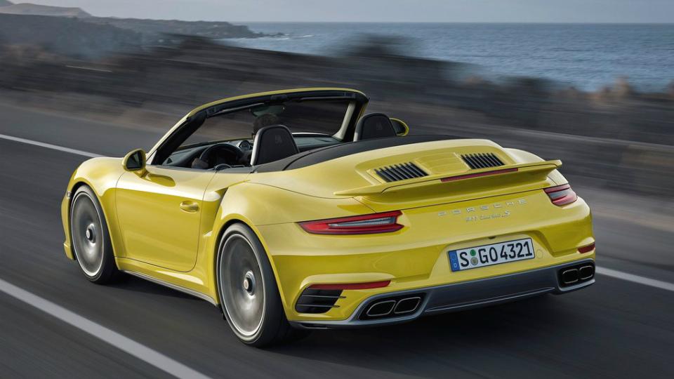 Представлены рестайлинговые суперкары 911 Turbo и 911 Turbo S. Фото 1