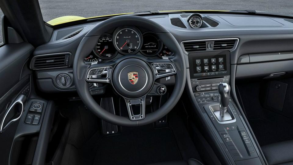 Представлены рестайлинговые суперкары 911 Turbo и 911 Turbo S. Фото 3