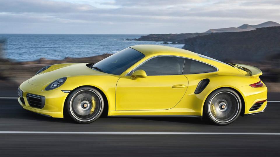 Представлены рестайлинговые суперкары 911 Turbo и 911 Turbo S. Фото 2
