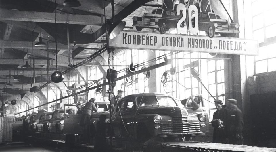 Легендарная «Победа-Спорт» участвует вгонках иедет народной завод. Фото 12