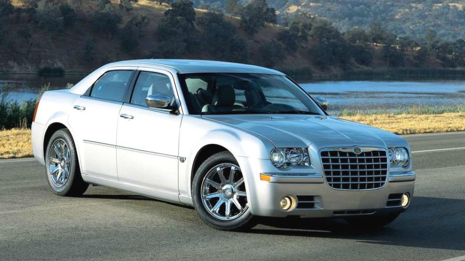 В России отправят в ремонт 2,2 тысячи седанов Chrysler 300