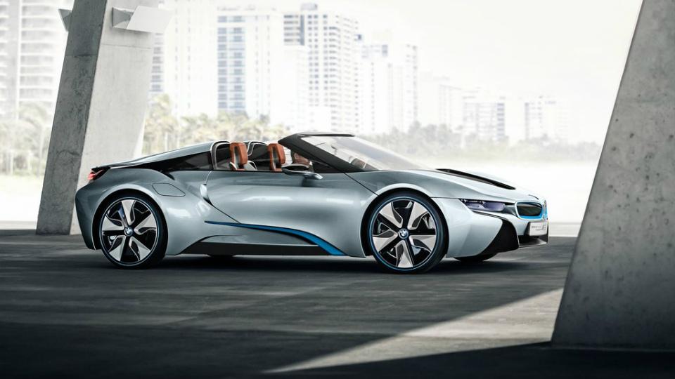 BMW обновит концептуальный гибрид  i8 Spyder