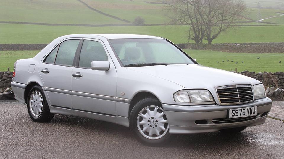 Британский дилер подарит машины жертвам наводнения
