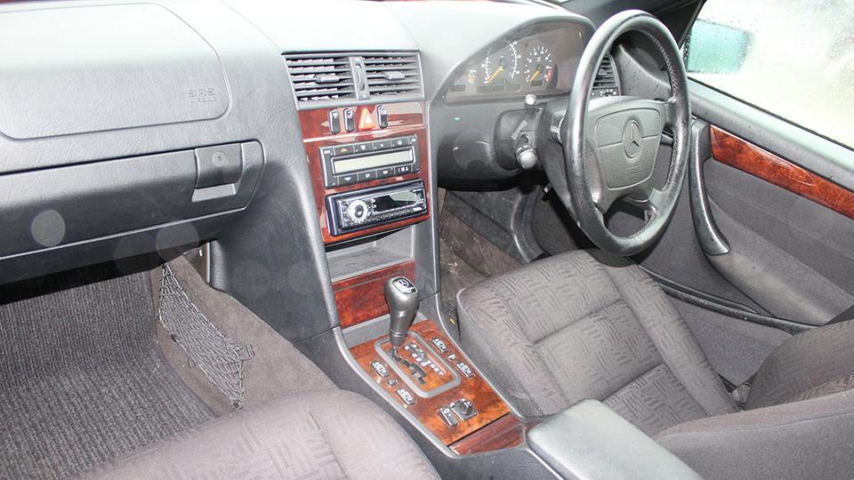 Автодилер подарил пострадавшим «Мерседес» 1999 года. Фото 1