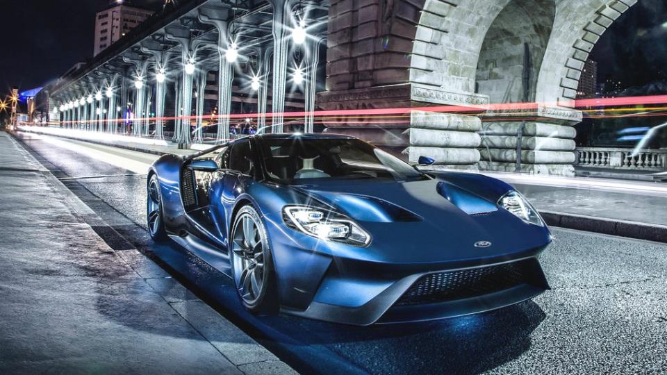 Суперкар Ford GT станет первой машиной со стеклом от смартфонов