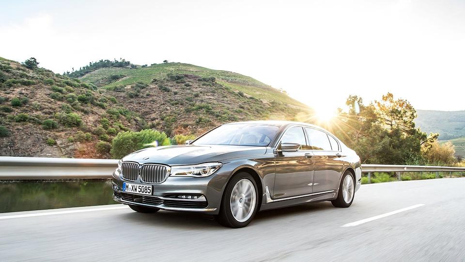 Топовую семерку BMW укомплектуют мотором Rolls-Royce