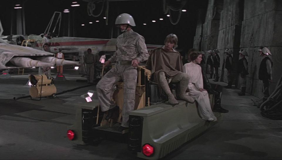 Что общего между машинами и техникой из «Звездных войн». Фото 7