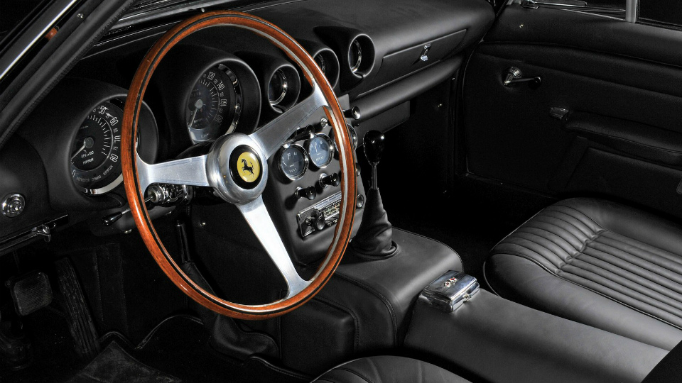 С молотка уйдет Ferrari 400 Superamerica с кузовом от «Пининфарины». Фото 1