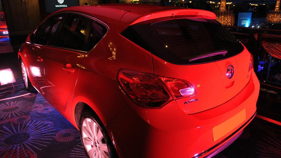 На Vauxhall Astra с каркасом безопасности претендовали 67 покупателей