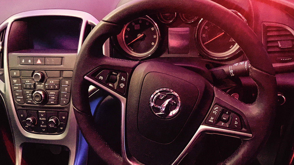 На Vauxhall Astra с каркасом безопасности претендовали 67 покупателей  . Фото 1