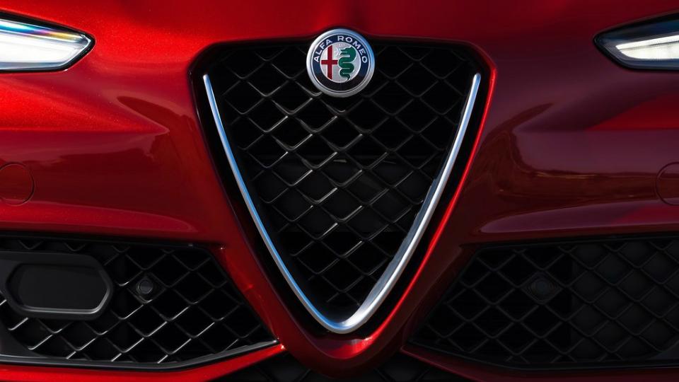 Главный дизайнер Fiat раскрыл салон кроссовера Alfa Romeo