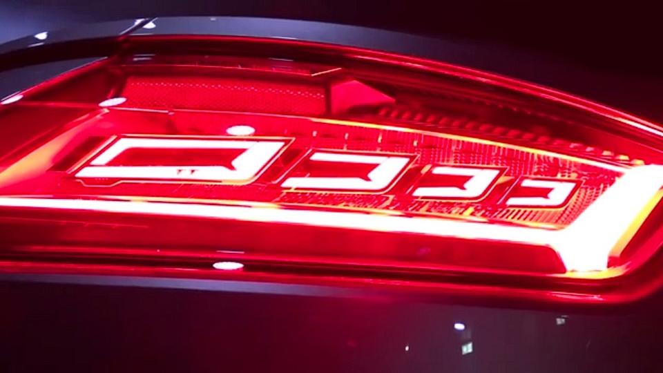 Новое купе Audi TT RS получит фонари на органических светодиодах