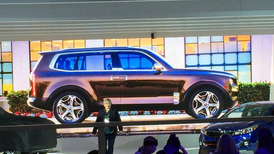 В интернете опубликовали изображения прототипа Kia Telluride