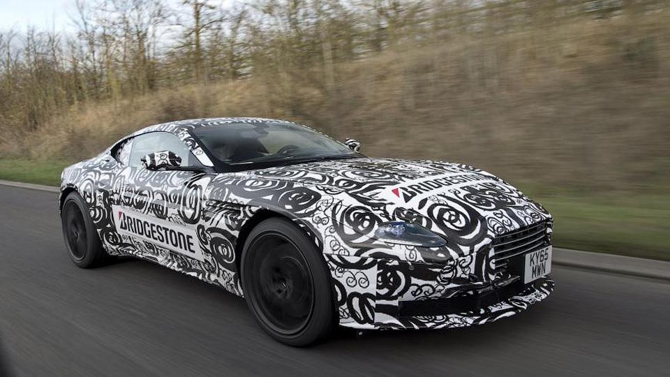Aston Martin вывел на дороги новый суперкар