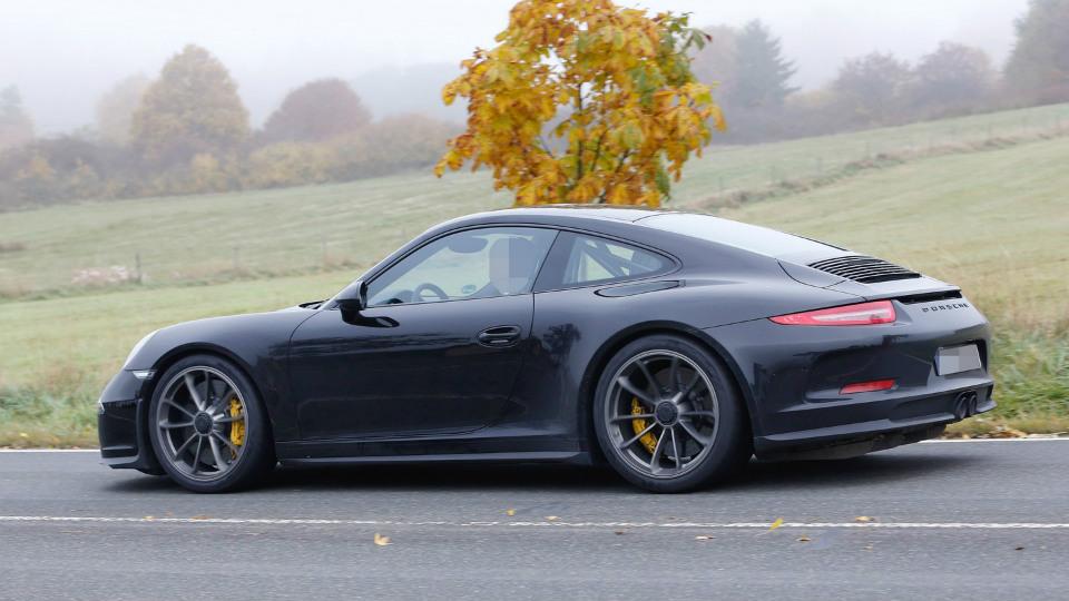 Топ-менеджер Porsche назвал дату дебюта «юбилейного» 911-го